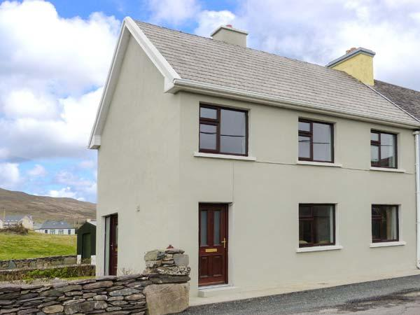 KEVIN'S COTTAGE, end-terrace cottage, off road parking, garden, close to amenities, in Caherdaniel, Ref 906942 - Image 1 - Caherdaniel - rentals