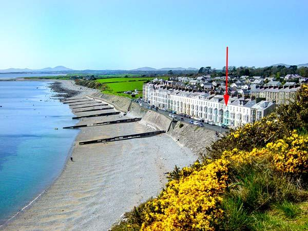 SEASIDE family-friendly, next to beach and castle in Criccieth Ref 912814 - Image 1 - Criccieth - rentals