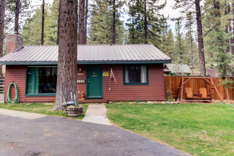 Dog-friendly cabin complex w/ shared hot tub & nearby lake access! - Image 1 - South Lake Tahoe - rentals