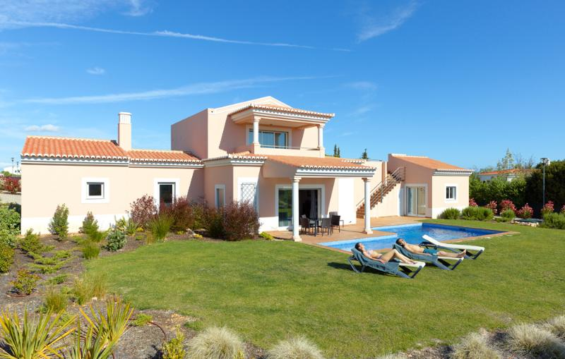 3 BEDROOM INDEPENDENT VILLA WITH PRIVATE POOL FOR 6 PEOPLE, IN A 5 STAR RESORT WITH SPA, IN CARVOEIRO - REF. VDL138710 - Image 1 - Carvoeiro - rentals