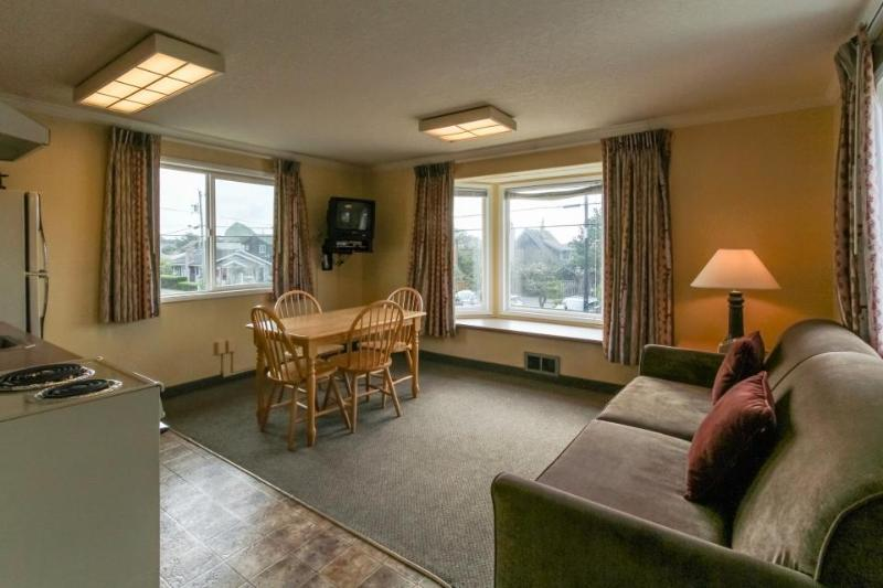 Pet-friendly studio in the heart of Cannon Beach! - Image 1 - Cannon Beach - rentals