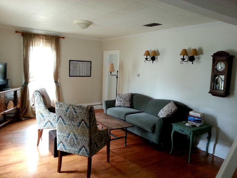Living room with flatscreen and blu-ray - Charming 3 Bed, 2 BR in Historic District - Rockland - rentals