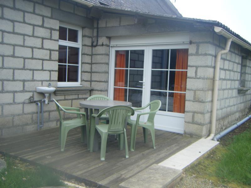 Breakfast terrace. - Idyllic Rural Cottage In Lower Normandy - Saint-Cyr-du-Bailleul - rentals