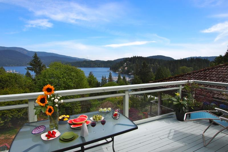 Main Large Deck and View of Deep Cove - Panoramic Views, Best Local (Deep Cove), 20 Mins f - North Vancouver - rentals