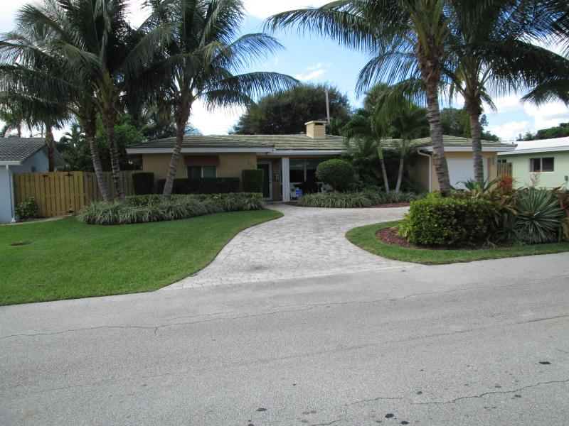 Luxury & Comfort Are Combined In This Beach House! - Image 1 - Lauderdale by the Sea - rentals