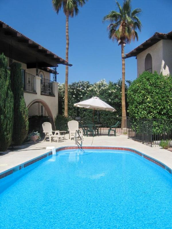 Large heated pool - 3 BR lakeview townhome...close to tourist area! - Lake Havasu City - rentals