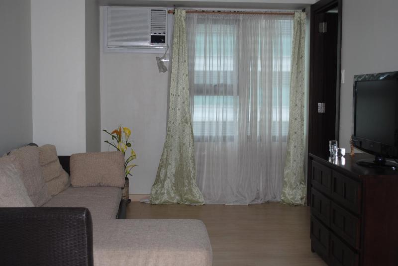 Global City Condo - Image 1 - Taguig City - rentals