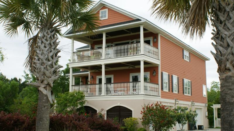 Beautiful Charleston Style Retreat Just 15 Minutes to Downtown and Beaches - Image 1 - Charleston - rentals