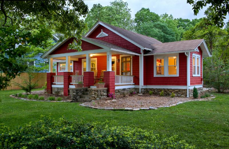 Rest easy at The Red Cottage - The Red Cottage -Great location! 15 minute to Avl - Black Mountain - rentals