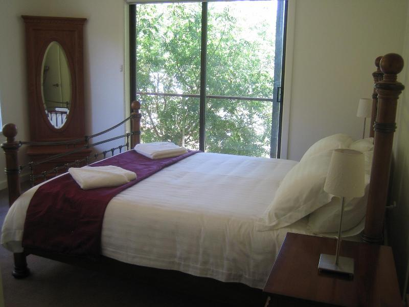 En suite bedroom - The Wright Place Country House - Sevenhill - rentals