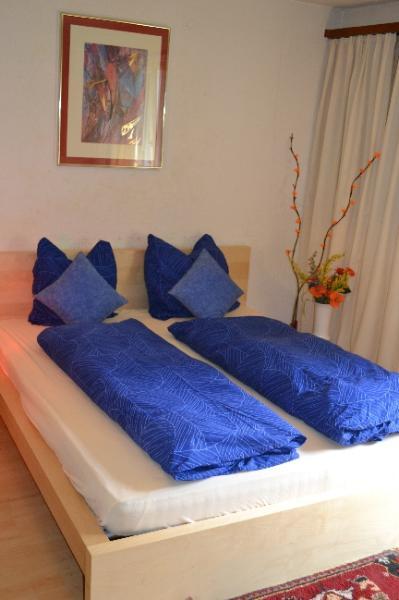Double bed - Zurlinden Studio Apartment - Zurich - rentals