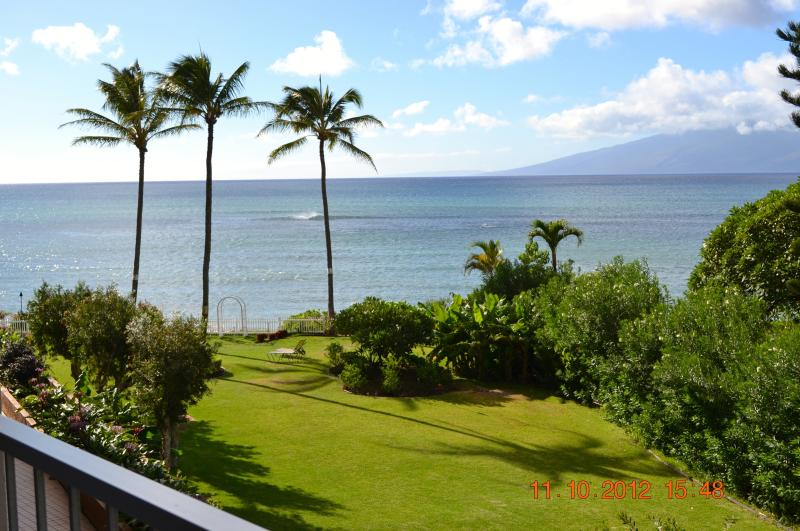 Pacific Ocean and the island of Molokai - Beachfront studio in West Maui - Lahaina - rentals