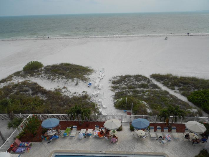 View out to the Gulf - Panoramic Gulf views, north end 2 BR, Oct 8 - 15 - Fort Myers Beach - rentals