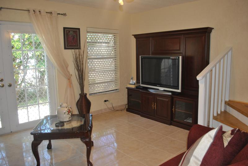 View of Living room Flat Screen TV - Triple M's Seaview Cottage- PERFECT LOCATION!!! - Nassau - rentals