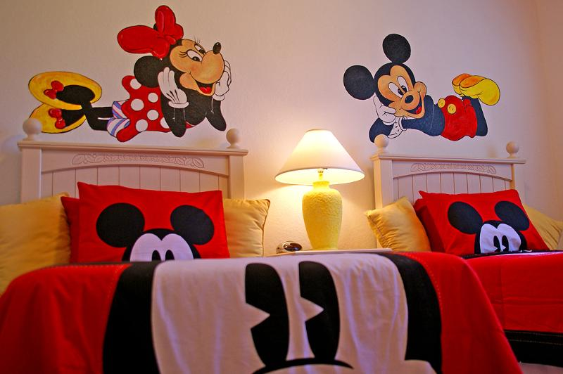 Unique hand painted Disney characters - The Kids will love the Disney Theme Room! - Loughman - rentals