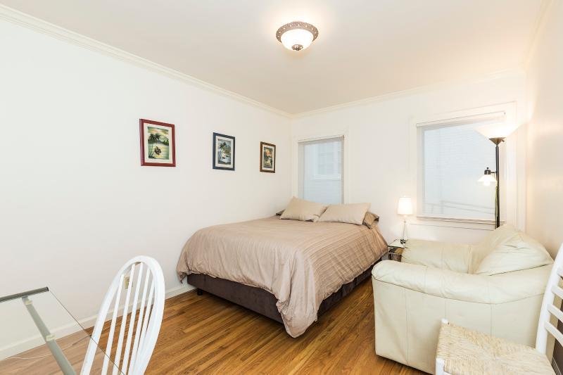 2 Bedroom Condo Only 1 Block to UCB - Image 1 - Berkeley - rentals