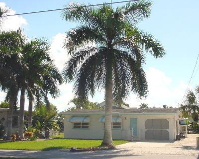 Royal Palms Getaway, Pool, Dock and Beach Access - Image 1 - Fort Myers Beach - rentals