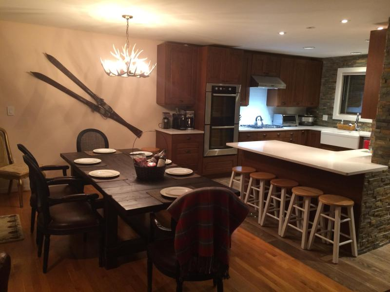 Dining table for 8 and breakfast bar - 3 Bed Luxury Townhome Loon Mountain View (8-9 ppl) - Lincoln - rentals