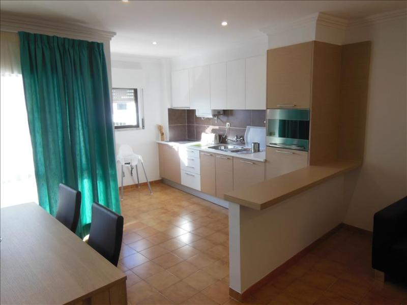1 BEDROOM APARTMENT IN THE HEART OF ALBUFEIRA, ONLY A 5-MINUTE WALK FROM THE BEACH AND WITH FREE WI-FI REF. APORG138757 - Image 1 - Albufeira - rentals