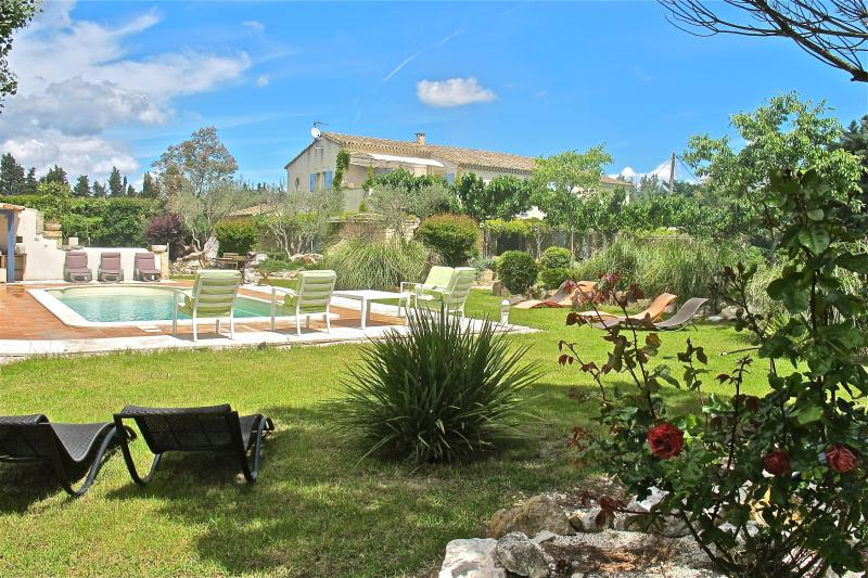 SPACE QUALITY AESTHETIC ABSOLUTE QUIETE MAGIC - Heart of Provence, St Remy Vacation Home with Fireplace, Grill, Pool - Saint-Remy-de-Provence - rentals