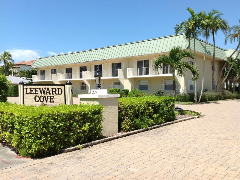 Street view of the complex - Bayside, 2B&B, 1st floor condo, walk to beach - Naples - rentals
