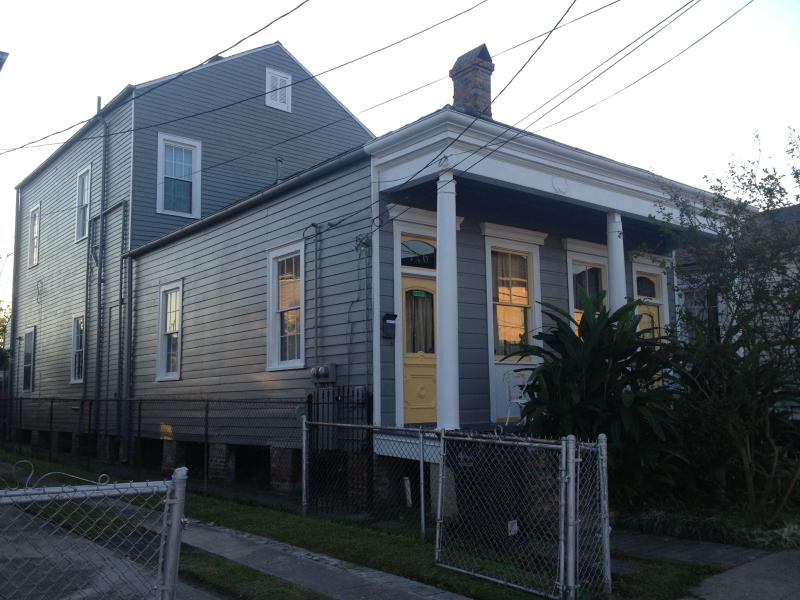 Side/Front of House - Beautiful Home-10mins from FQ Ferry - New Orleans - rentals