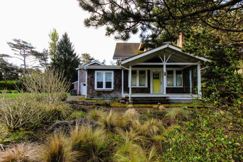 Pet-friendly Craftsman w/wood stove; near park; space for 6 - Image 1 - Gearhart - rentals