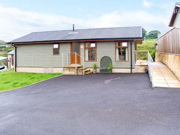 LAVENDER LODGE, quality detached lodge with king-size master, en-suite, pet welcome in Charlton Horethorn village, Ref 12644 - Image 1 - Sherborne - rentals
