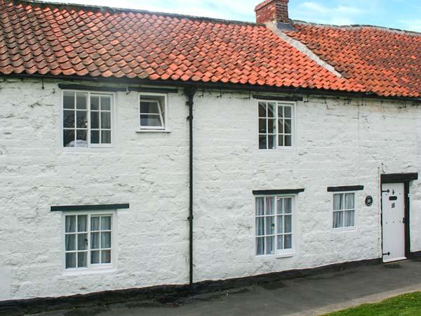 KEEP COTTAGE, enclosed garden, pet friendly, woodburning stove, Ref 904784 - Image 1 - Pickering - rentals