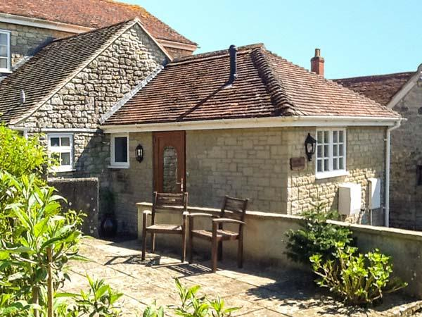 THE OLD SCHOOL HOUSE, ground floor apartment, romantic retreat, shared lawned garden with summerhouse in Mere, Ref 911838 - Image 1 - Mere - rentals