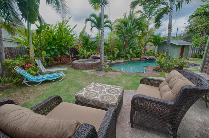 Relax on your own private lanai overlooking the sparkling pool and spa - Lanikai Love: Island Style Unit with Pool/Jacuzzi - Kailua - rentals