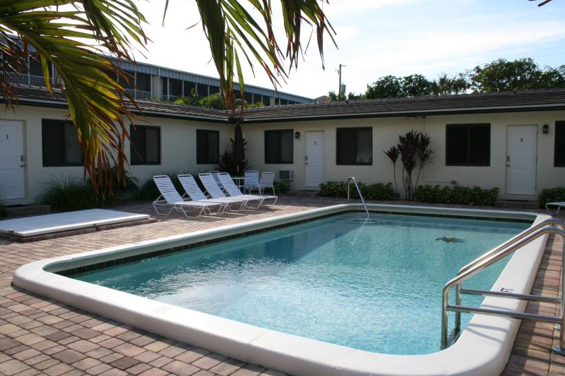 Summerwind Villas Pool - Summerwinds- Newly Remodeled Steps to Beach - Deerfield Beach - rentals