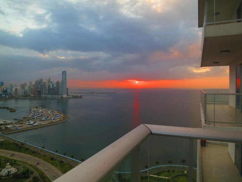 Sunrise from the balcony - Sexiest View in Panama City - Panama City - rentals