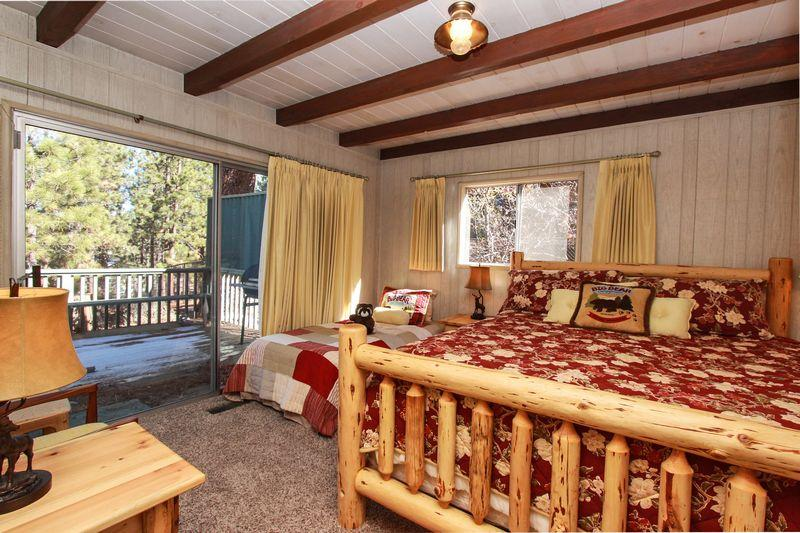 Mockingbird Manor is centrally located and just minutes away to all Big Bear has to offer. - Mockingbird Manor - Walk to Park & Lake! Foosball! - City of Big Bear Lake - rentals
