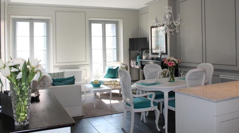 Beautiful living/dining area - Beautiful Luxury Apartment located in Carcassonne - Carcassonne - rentals