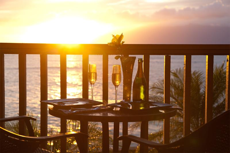 Champagne and dinner at sunset! 25 feet from the ocean! - Sale! Romantic, 5 Star Luxury, 25' from the Ocean! - Lahaina - rentals