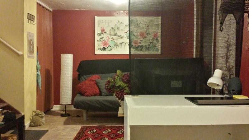 living room and desk - Alberta Arts  Two bedroom - Portland - rentals