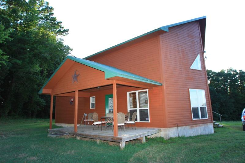 Outside of Cowboy's - Secluded Luxury Cabin with hot tub and ATV trails - Mena - rentals