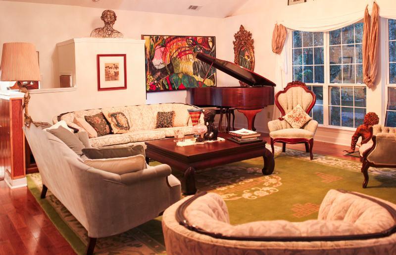 Livingroom main house - BreezewayStudio Guest House near Tybee (Group 6-8) - Savannah - rentals