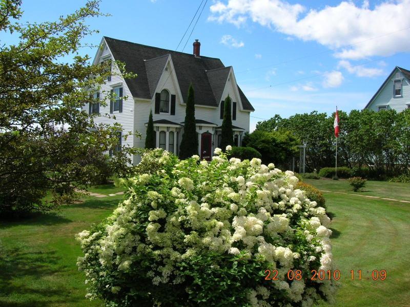 Ebb Tide Vacation Home - Front View - Ebbtide Vacation Home on Greville Bay, Nova Scotia - Port Greville - rentals
