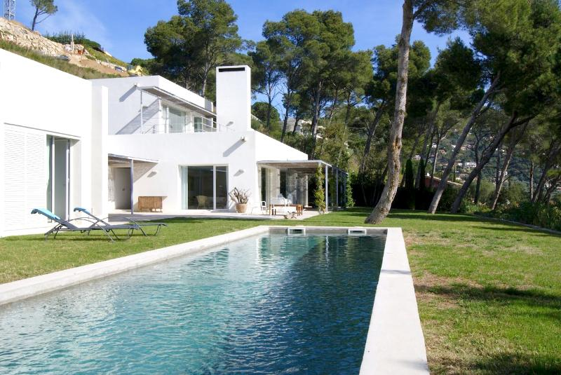 View of garden and Main house - Luxury holiday Villa with Sea views & 100% Privacy - Begur - rentals