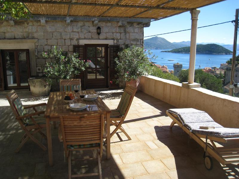 A spacious terrace overlooking the clear blue Adriatic Sea. - Holiday Home Kastio-Sipan - Island near Dubrovnik - Sipanska Luka - rentals