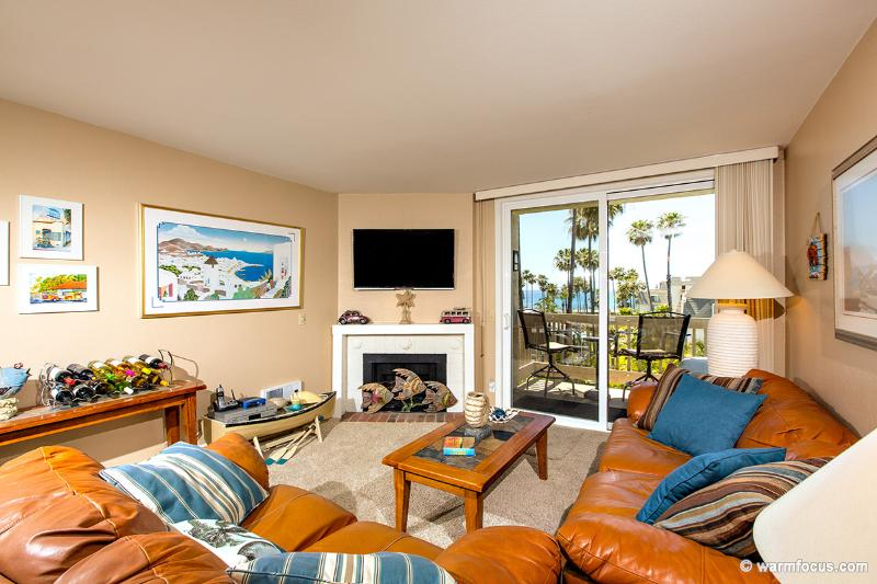 Straight-on ocean views from your west-facing living room. - Paradise Penthouse~3 BR Penthouse~Pano Ocean Views - Oceanside - rentals