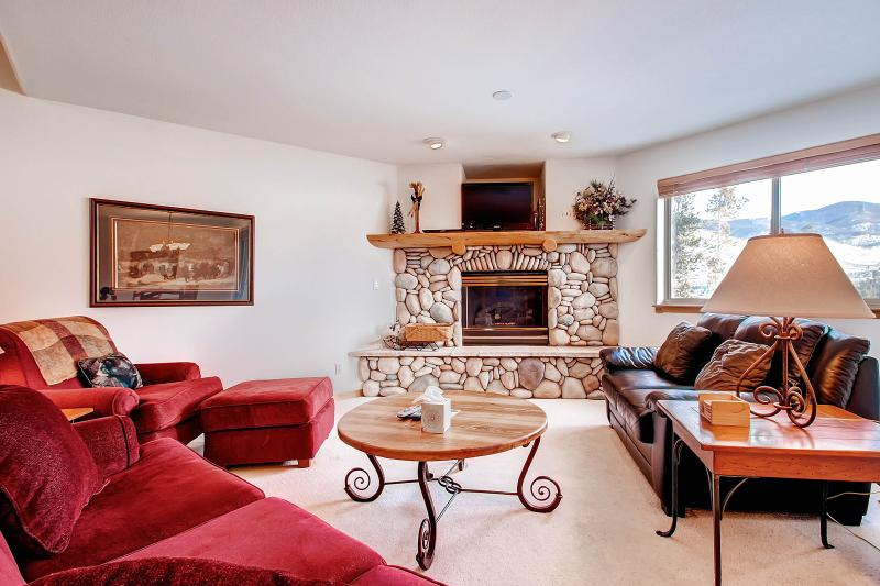 LOOKOUT RIDGE Dog-Friendly 3 Bed/4 Bath Gorgeous Townhome with Garage and W/D, Perfectly Located Near Seven Ski Areas - Image 1 - Dillon - rentals