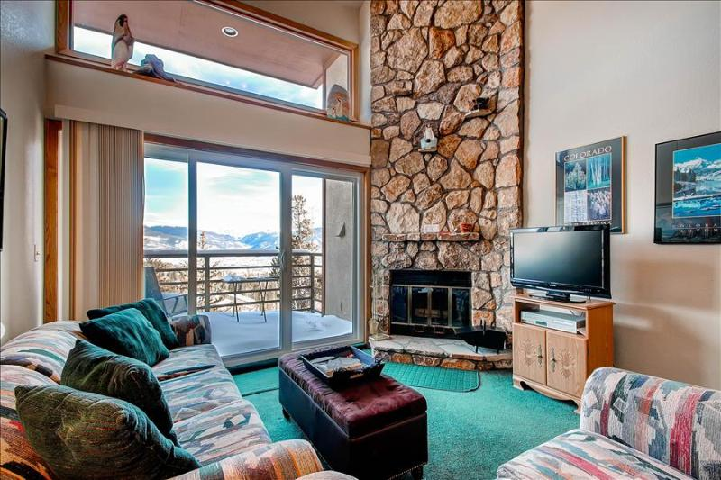 BUFFALO VILLAGE 402: 1 Bed/2 Bath+Sleeping Loft, Relaxing Space with View, Clubhouse, Elevator, WiFi - Image 1 - Silverthorne - rentals