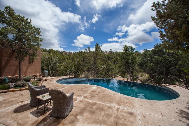 Your oasis... complete with a solar-heated infinity pool. - New Listing! Oasis near Opera. Stunning views! - Santa Fe - rentals