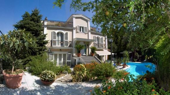 6 bedroom villa with pool in Sorrento centre - Image 1 - World - rentals