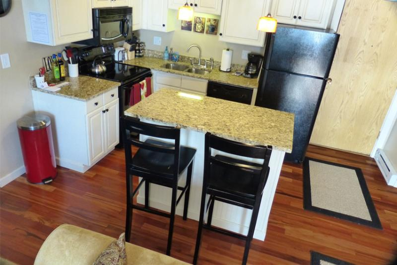 Storm Meadows 332: Fully Equipped Kitchen - Storm Meadows: 300 Bldg. Ski-in. Discount LIft Tix - Steamboat Springs - rentals