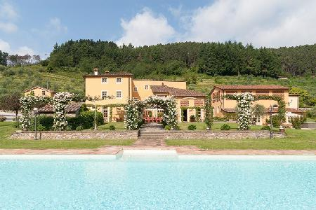 Casa Del Fattore with floodlit pool,  Jacuzzi, rose covered gazebos & daily maid - Image 1 - Vorno - rentals