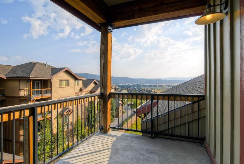 Condo w/ fireplace; jet tub; shared pool, fitness center, & hot tub - Image 1 - Park City - rentals